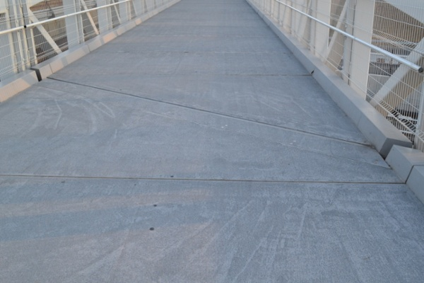 14-Expansion-Joint-and-Skew-between-Trusses.jpg