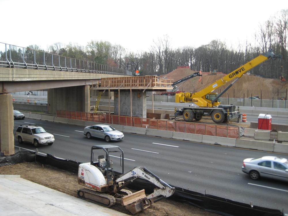 01-Bridge-spans-10-lanes-and-1-RR-track.jpg