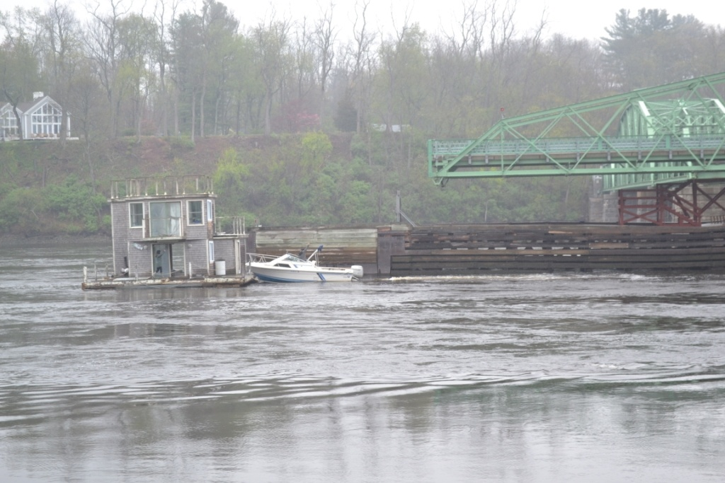 Houseboat at RV swing span.jpg