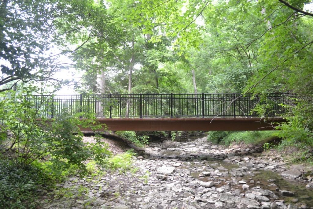7_Side_view_of_bridge.jpg